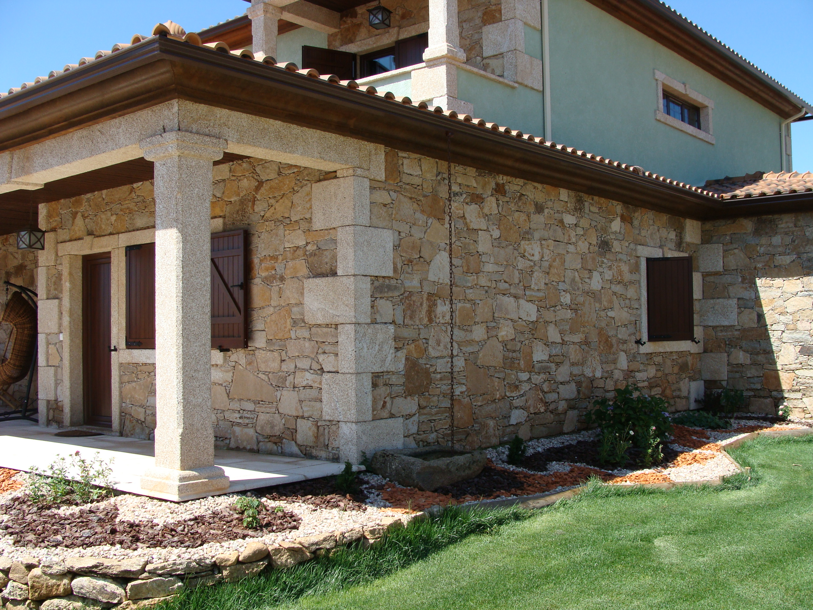 Colonne et pilier en pierre for Exterieur maison en pierre